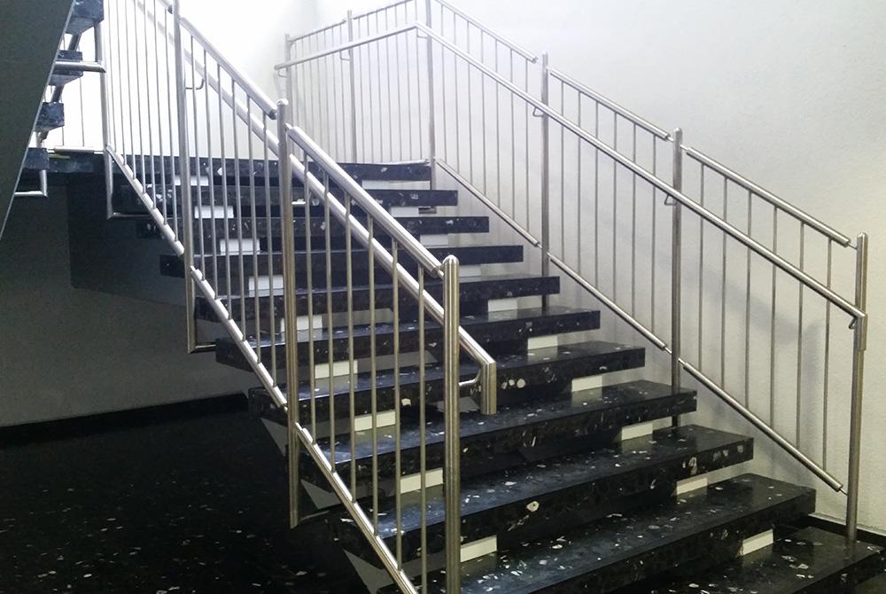 Treppengelander Aus Edelstahl Nappenfeld Edelstahl Schlosserei In