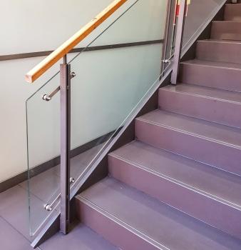 Treppe und Aufzugrahmen
