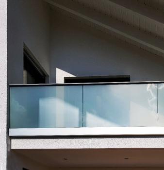 Balkongeländer aus Glas