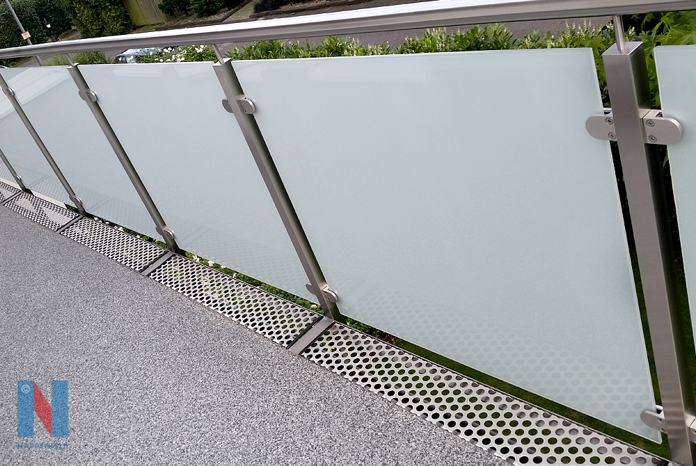 Edelstahl-Geländer in Mühlheim, entworfen und realisiert von der Edelstahlschlosserei Nappenfeld aus Mühlheim