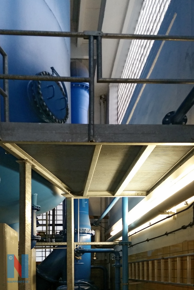 Edelstahlschlosserei Nappenfeld fertigte in Essen-Kettwig für eines der Wasserwerke von RWW eine stationäre Arbeitsbühne aus verzinktem Stahl