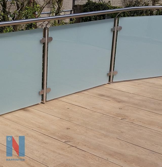 Balkon-Geländer in Oberhausen, geplant und umgesetzt von der Edelstahlschlosserei Nappenfeld aus Mühlheim