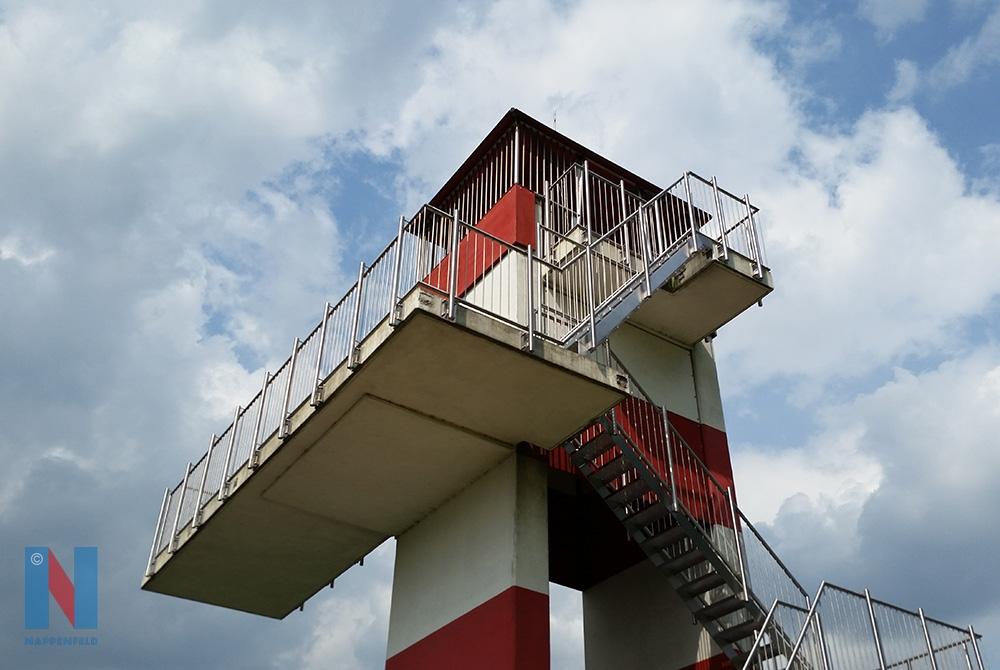 Edelstahlschlosserei Nappenfeld aus Mühlheim, fertigte für ein 78 m Sprungbrett im Mülheimer Freibad ein komplett neues Edelstahl-Geländer und Treppen