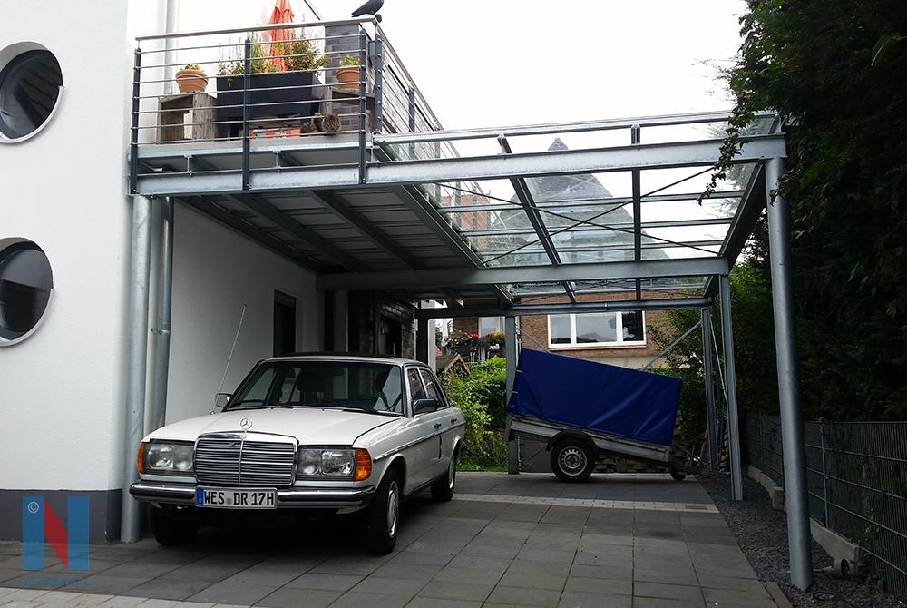 In Wesel realisierte die Edelstahlschlosserei Nappenfeld aus Mühlheim einen neuen Carport mit integriertem Balkon.