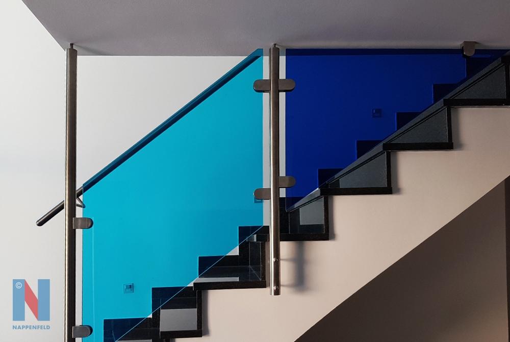 Treppengeländer für Fußballfans in Duisburg, geplant und realisiert von der Edelstahlschlosserei Nappenfeld aus Mühlheim