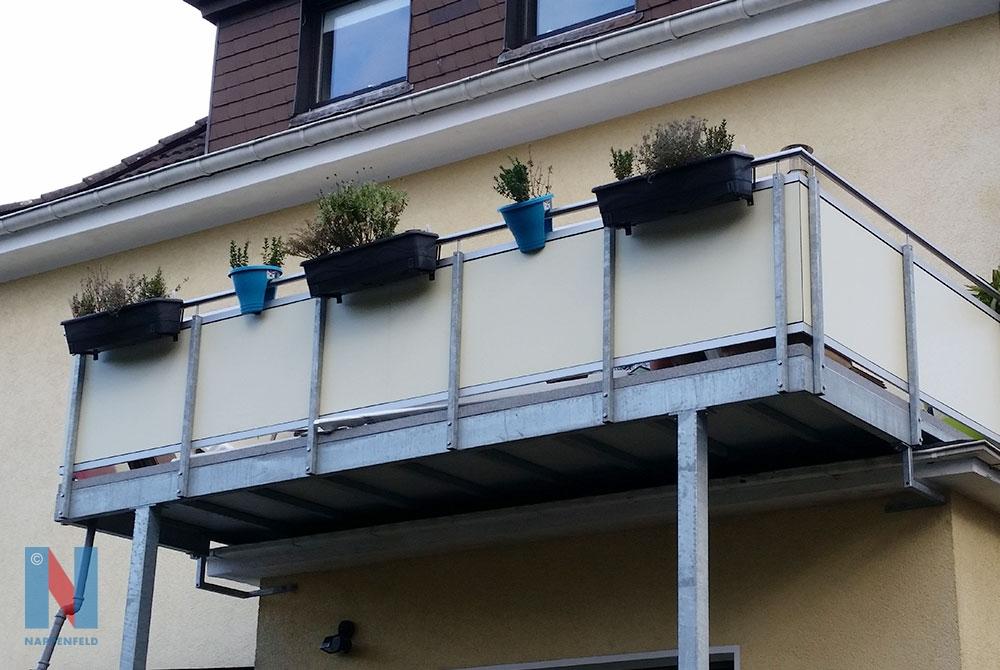 Für ein Einfamilienhaus in Mühlheim hat die Edelschlosserei Nappenfeld den gewünschten Balkon auf eine Stützenkonstruktion gesetzt und so die eigentliche Fläche enorm vergrößert