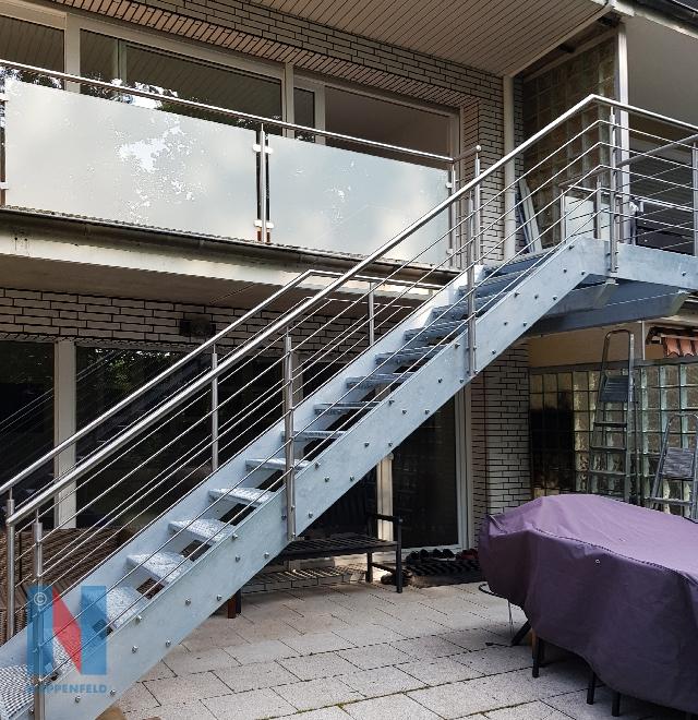 Balkon und Treppe kombiniert, geplant und realisiert von der Edelstahlschlosserei Nappenfeld aus Mühlheim