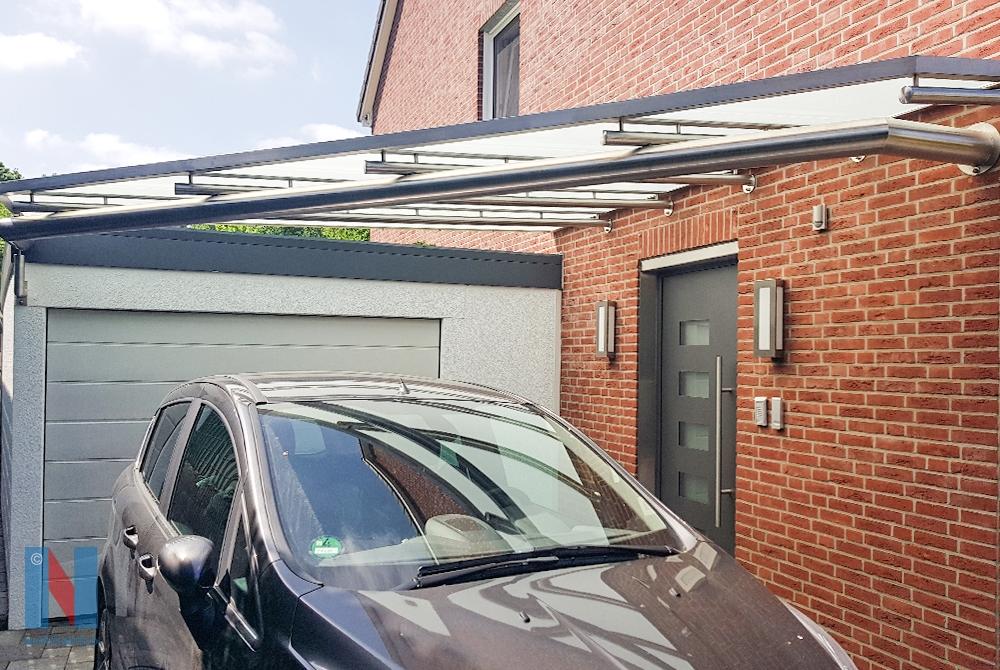 Edelstahlschlosserei Nappenfeld aus Mühlheim realisierte ein 4 x 4 m großes Edelstahl-Vordach aus Rundrohren in Kombination mit Flachstahl in Essen