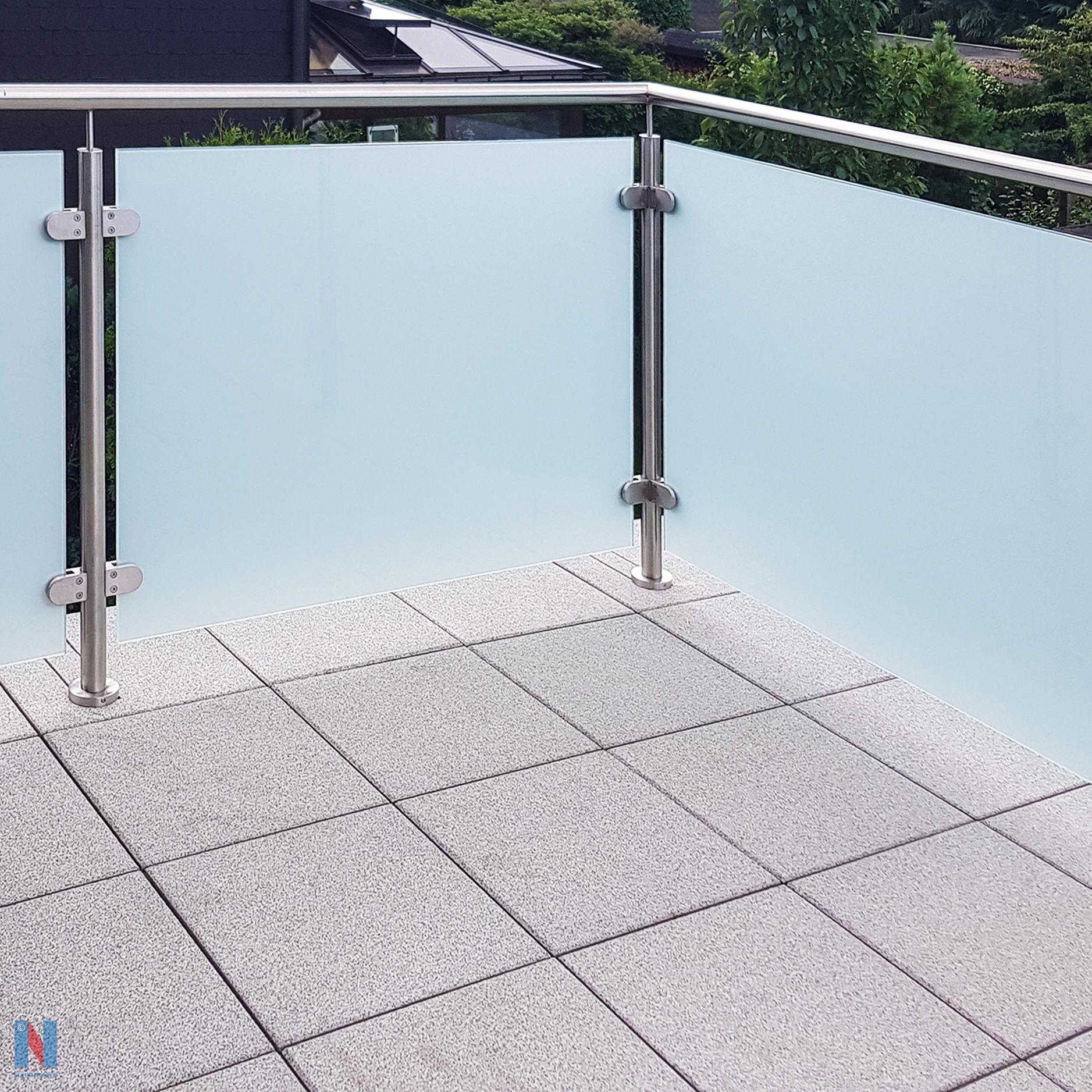In Mülheim-Dümpten verschönerte der Edelstahl-Experte Nappenfeld durch ein neues Edelstahl-Geländer mit mattweißem Glas einen alten Balkon, der komplett saniert wurde und im neuen modernen Look erstrahlt.
