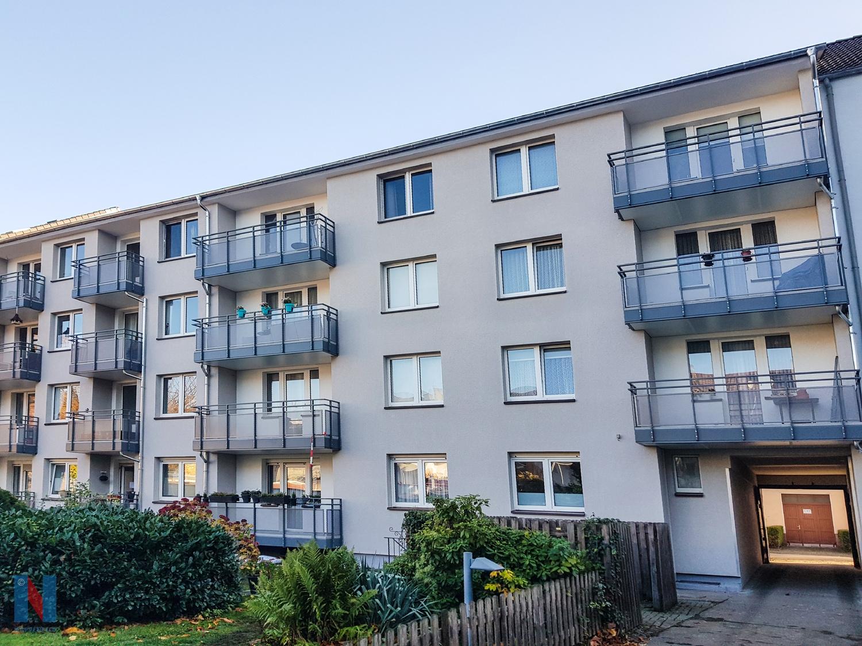 Für eine Wohnungsbaugesellschaft aus Duisburg erneuerte und vergrößerte die Edelstahlschlosserei Nappenfeld 15 Balkonanlagen auf einen Streich.
