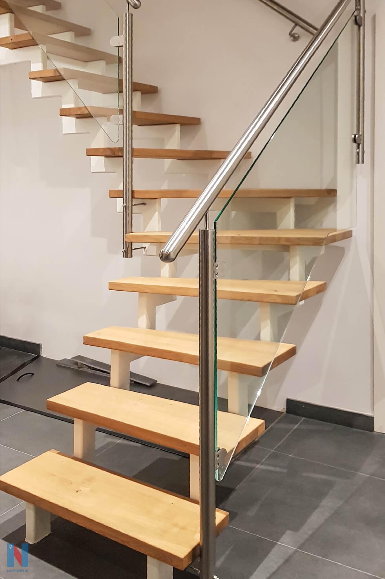 Für ein Einfamilienhaus in Mülheim fertigte die Edelstahlschlosserei Nappenfeld eine Treppe, die ins ausgebaute Dachgeschoss führt, das den Wohnraum deutlich vergrößert.