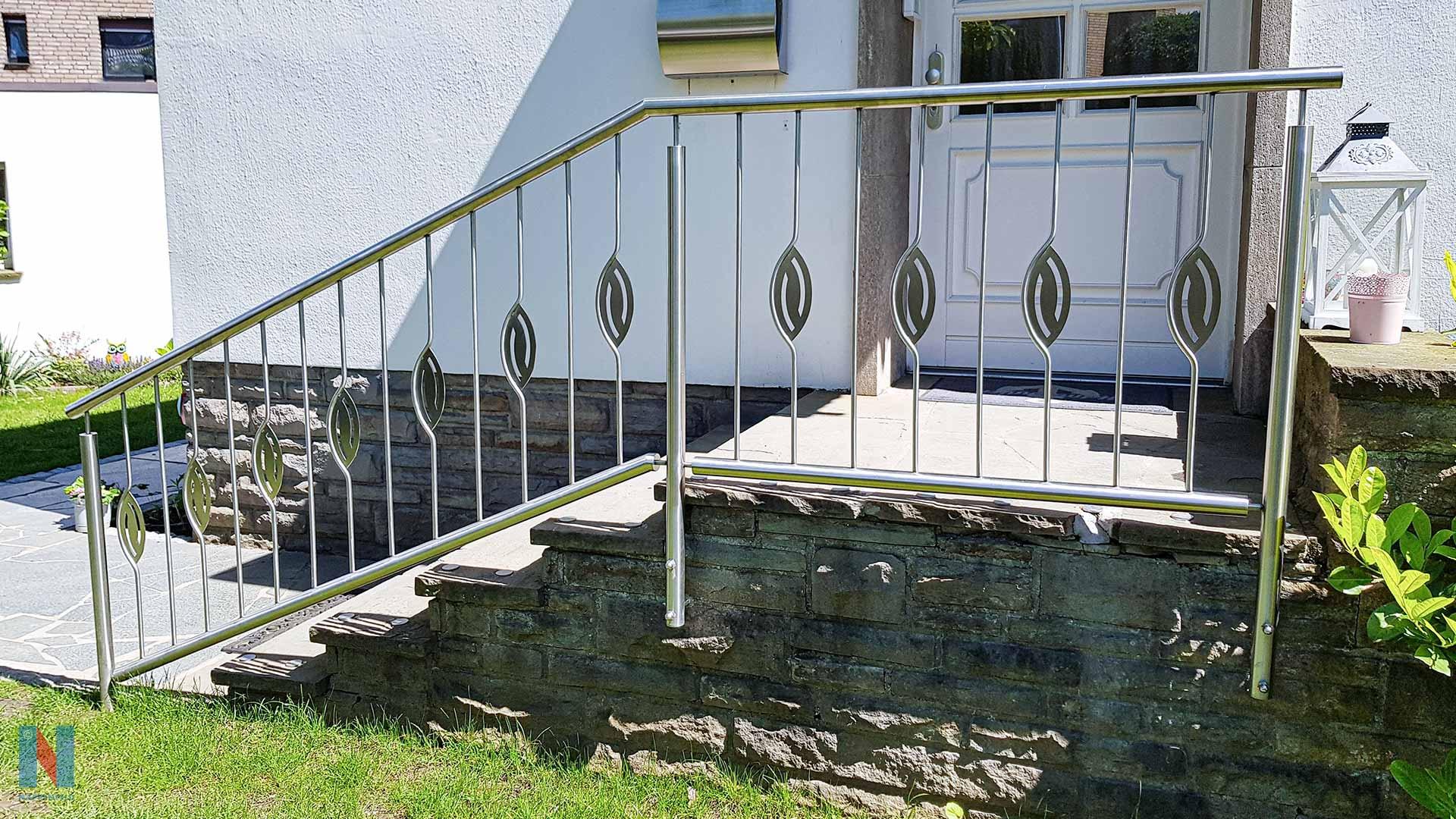 Der Edelstahlexperte Nappenfeld aus Mühlheim fertigte ein Edelstahl-Geländer für eine alte Sandstein-Treppe