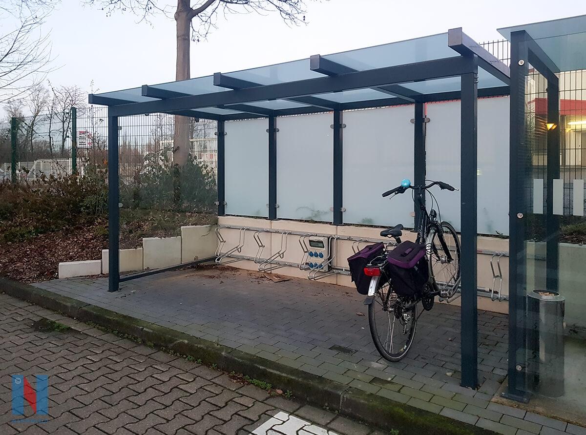 Unterstellplatz für Fahrräder in Mühlheim von der Edelstahlschlosserei Nappenfeld geplant, gefertigt und montiert