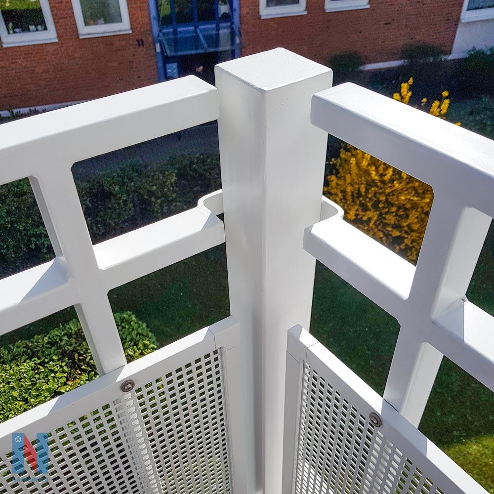 Detailaufnahme von Balkone von Duisburger Wohnungsgesellschaft, modernisiert von der Edelstahlschlosserei Nappenfeld aus Mühlheim