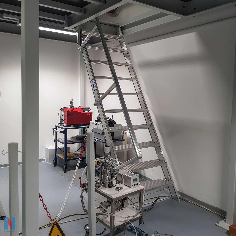Stahlbühne für MPI in Mühlheim, geplant und umgesetzt von der Edelstahlschlosserei Nappenfeld aus Mühlheim