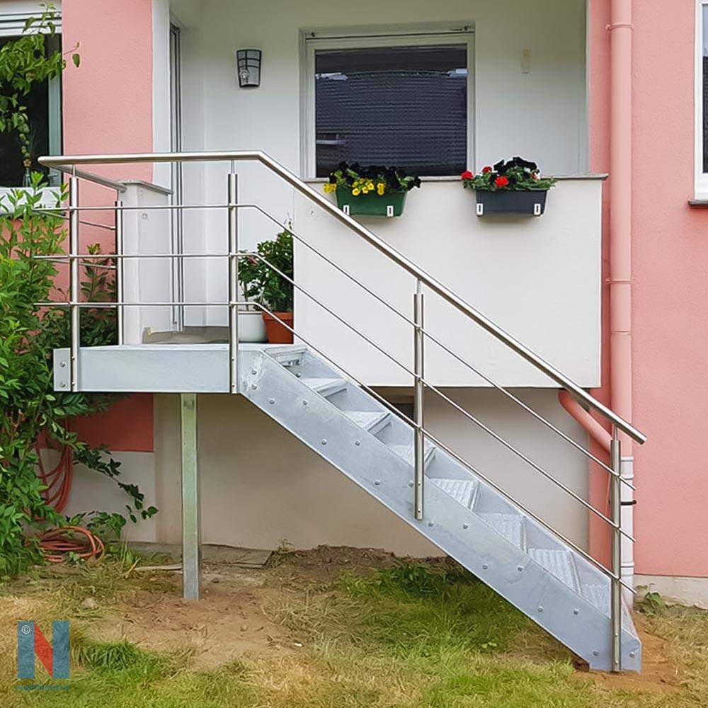 Verzinkte Außentreppe in Mühlheim, geplant und gebaut von der Edelstahlschlosserei Nappenfeld aus Mühlheim