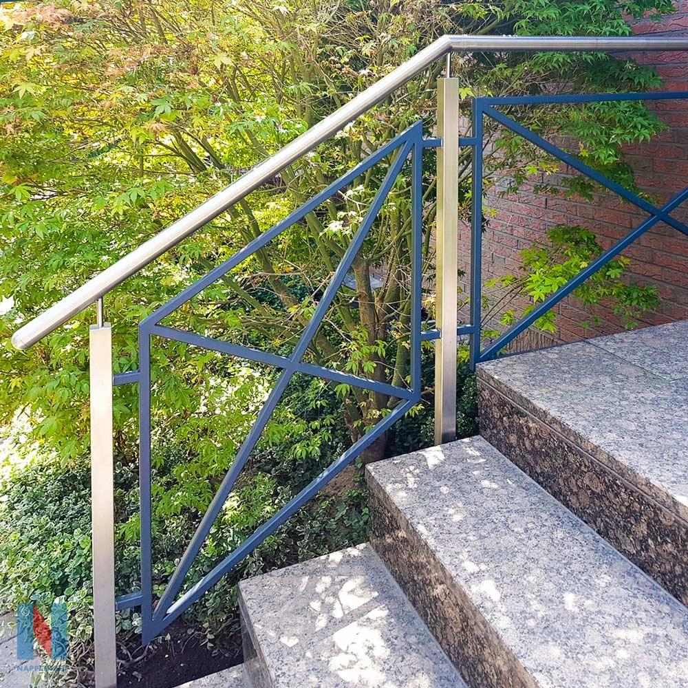 Treppengeländer aus Edelstahl in Duisburg, geplant und umgesetzt von der Edelstahlschlosserei Nappenfeld aus Mülheim