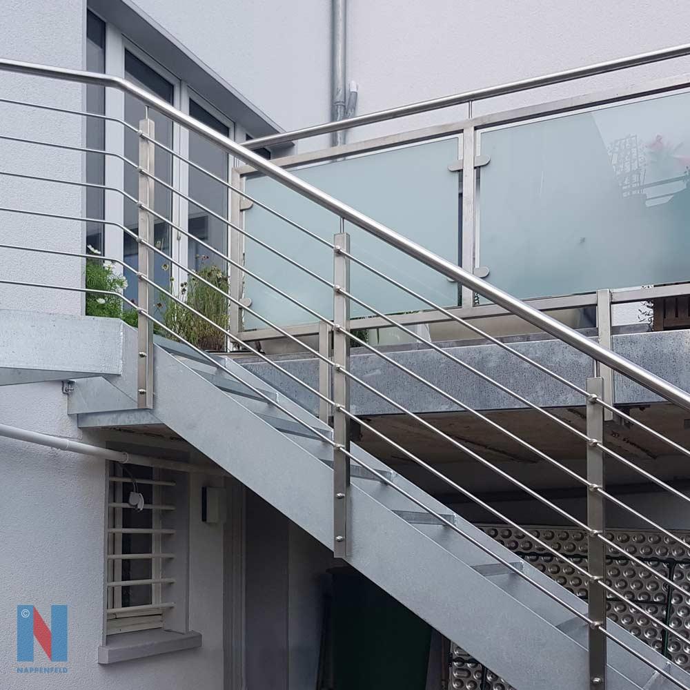 Außentreppe aus Stahl und Edelstahl in Essen, geplant und umgesetzt von der Edelstahlschlosserei Nappenfeld aus Mülheim