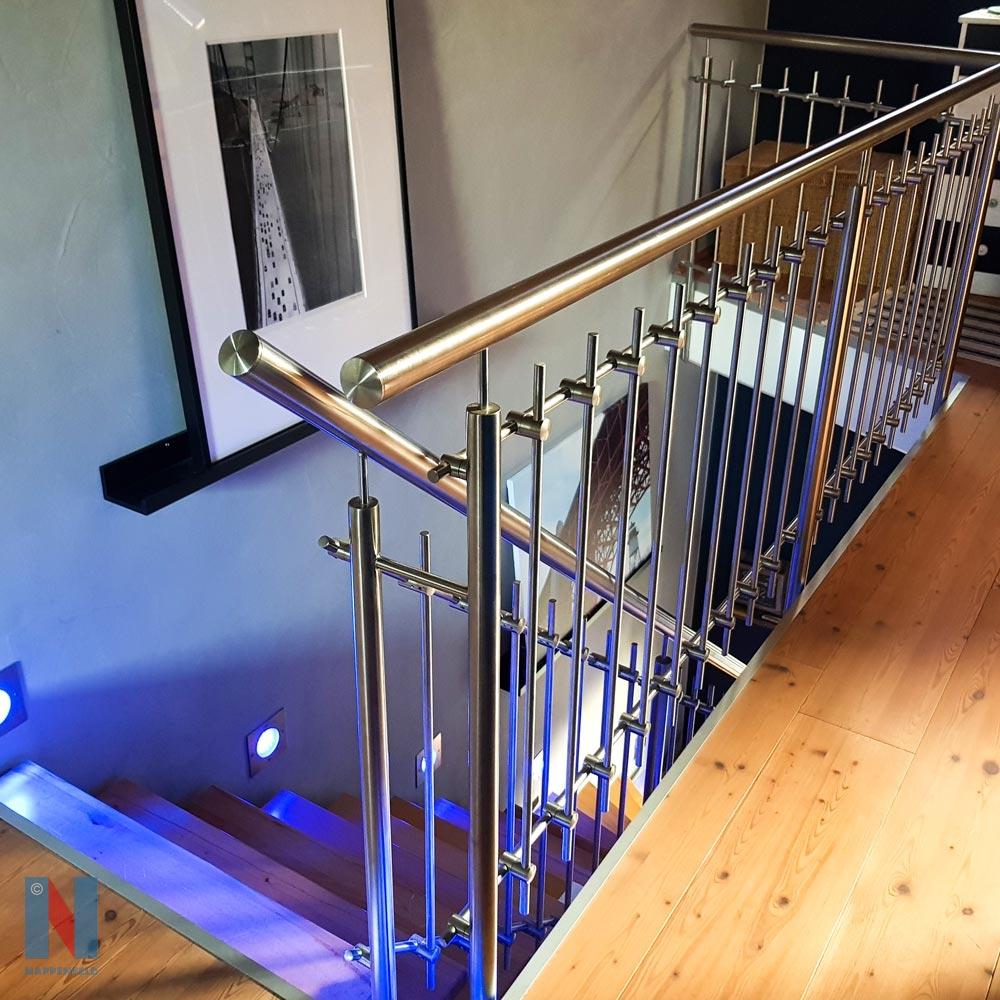 Treppengeländer aus Edelstahl in Mühlheim, geplant und umgesetzt von der Edelstahlschlosserei Nappenfeld aus Mülheim