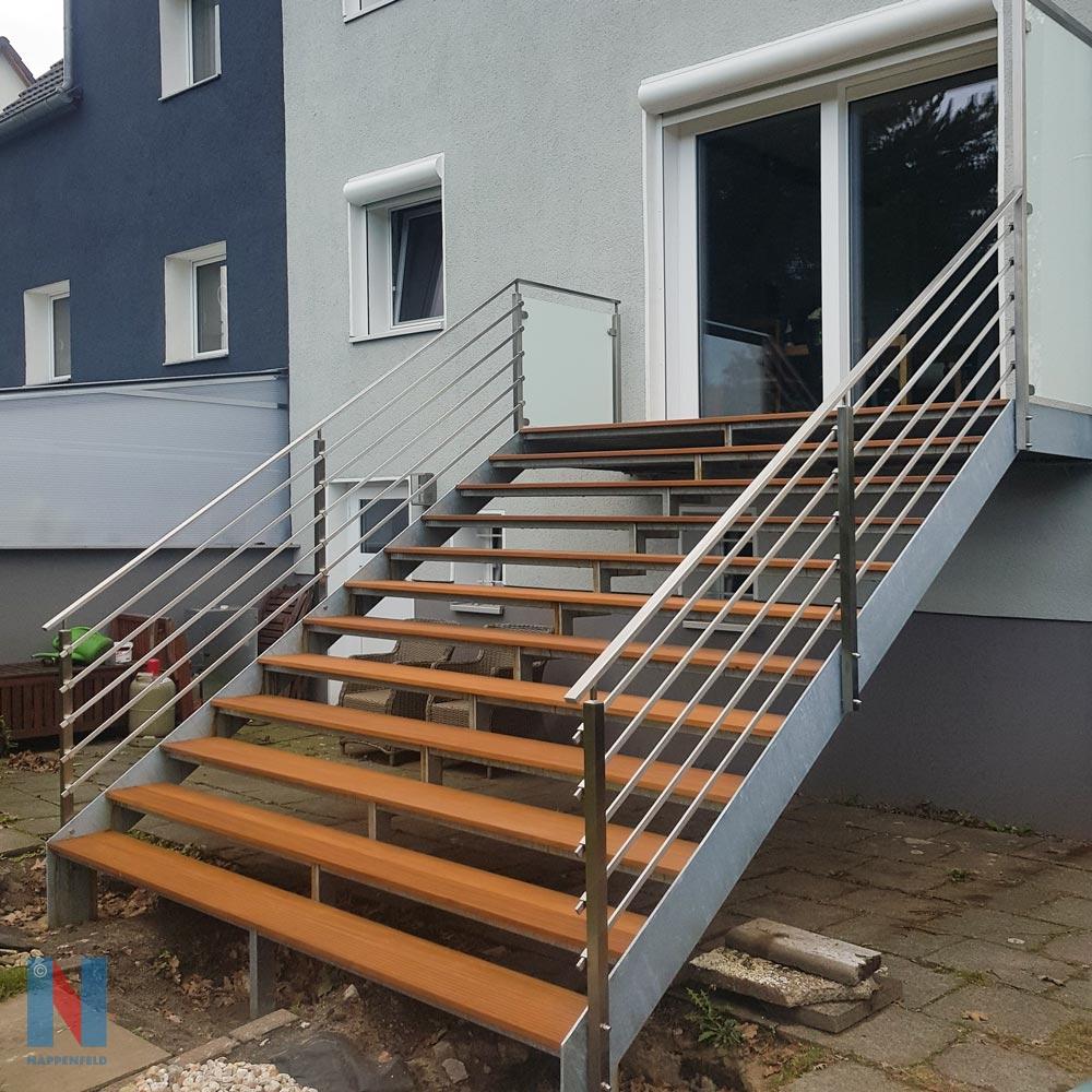 Treppenbau: outdoor in Duisburg, gebaut und umgesetzt von der Edelstahlschlosserei Nappenfeld aus Mülheim