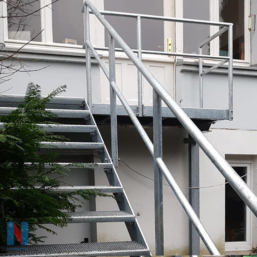 Detailaufnahme von verzinkte Treppe in Mühlheim von der Edelstahlschlosserei Nappenfeld aus Mülheim, gebaut und umgesetzt