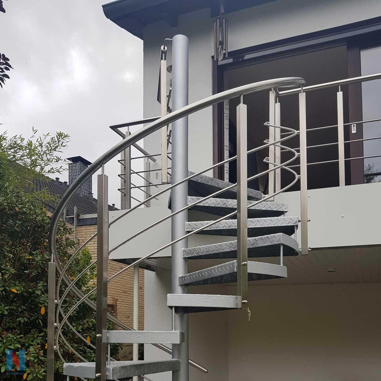 Spindeltreppe in Heiligenhaus, gebaut und umgesetzt von der Edelstahlschlosserei Nappenfeld aus Mülheim