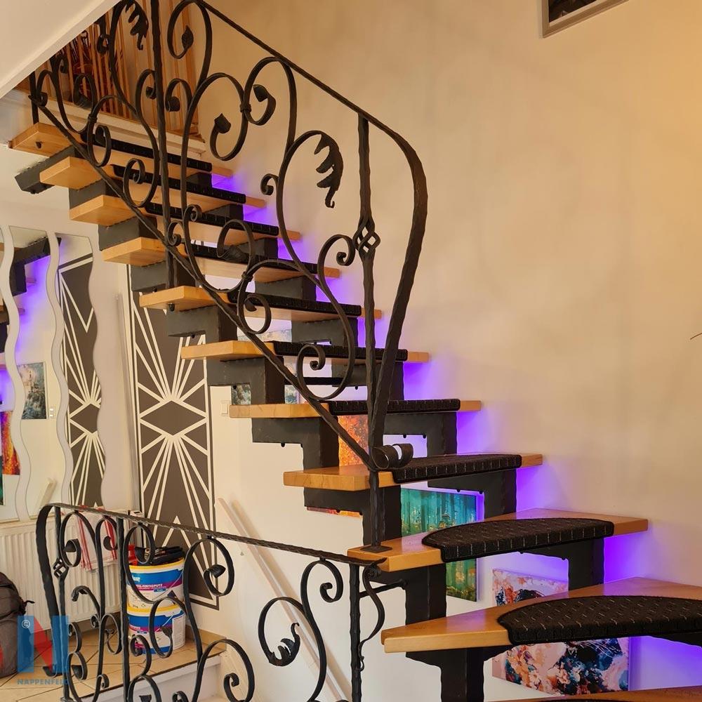Kunstvolles Treppengeländer in Mülheim, gebaut und umgesetzt von der Edelstahlschlosserei Nappenfeld aus Mülheim