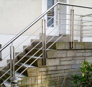 In Mülheim an der Ruhr fertigte die Edelstahlschlosserei Nappenfeld für eine Outdoor-Treppe ein neues Geländer aus Edelstahl