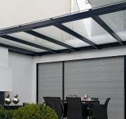 In Mülheim an der Ruhr fertigte die Edelstahlschlosserei Nappenfeld ein besonders großes Terassen-Vordach