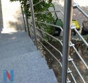 Der Edelstahlspezialist Nappenfeld fertigte in Mülheim an der Ruhr ein Terassengeländer in Kombination mit einem Treppengeländer