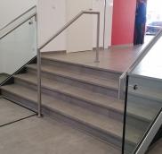 Neues Treppengeländer für die Sparkasse in Mülheim Saarn, umgesetzt von der Edelstahlschlosserei Nappenfeld aus Mühlheim