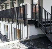Neues Außengeländer und Fensterschutzgitter für Sparkasse in Mülheim Saarn, realisiert von der Edelstahlschlosserei Nappenfeld aus Mühlheim