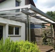 In Mülheim fertigte die Edelstahlschlosserei Nappenfeld aus Mülheim ein neues maßgeschneidertes 6,3 x 3,4 m Terrassenvordach für ein Einfamilienhaus