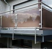 Der Edelstahl-Spezialist Nappenfeld hat an einem Einfamilienhaus in Mülheim ein ganz besonderes Glas eingesetzt