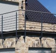 Für ein Einfamilienhaus in Düsseldorf wurde von der Edelstahlschlosserei Nappenfeld aus Mühlheim das pulverbeschichtete Geländer extra in anthrazit lackiert