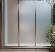 Trennwände aus blickdichtem Sicherheitsglas in Bottrop, geplant und gebaut von der Edelstahlschlosserei Nappenfeld aus Mühlheim