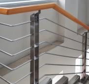 Treppen-Geländer in Mülheim-Mitte, konzipiert und umgesetzt von der Edelstahlschlosserei Nappenfeld aus Mühlheim