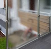 Eine neue Trennwand aus Glas konstruierte die Edelstahlschlosserei Nappenfeld in Mülheim-Styrum.