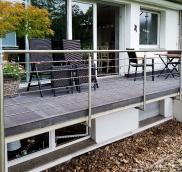Der Edelstahl-Spezialist Nappenfeld aus Mühlheim montierte ein neues Balkon-Brüstungsgeländer als Relinggeländer an einer Terrasse in Mülheim-Styrum.