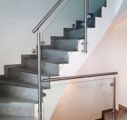 Düsseldorf: Treppe im coolen Look, konstruiert und eingebaut von der Edelstahlschlosserei Nappenfeld aus Mühlheim