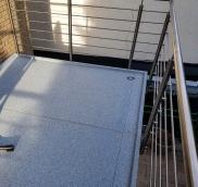 In Mülheim installierte der Edelstahlexperte Nappenfeld einen freitragenden Balkon