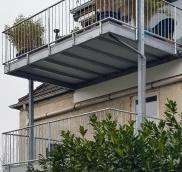 Vom Bauantrag bis zur Fertigstellung hat Nappenfeld, die Edelstahlschlosserei aus dem Ruhrgebiet, zwei neue Balkone in verzinkter Ausführung in Essen realisiert