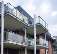 Neuen Balkone wurden an einem Haus in Mülheim von der Edelstahlschlosserei Nappenfeld montiert.