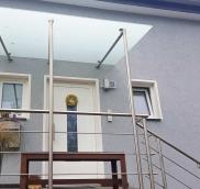 Neues Vordach in Duisburg, konzipiert und realisiert von der Edelstahlschlosserei Nappenfeld aus Mühlheim