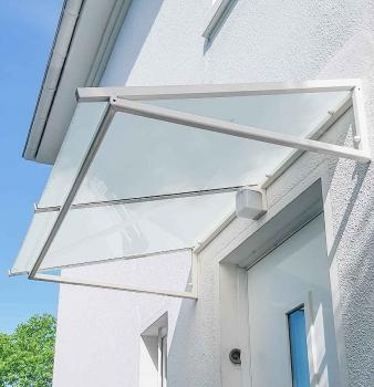 Vordach aus Stahl und Glas