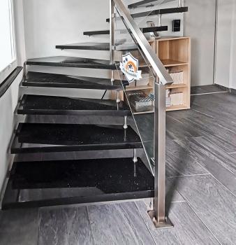 Treppenbau mit Edelstahlgeländer
