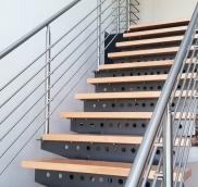 Stahltreppe in Köln, konzipiert und realisiert von der Edelstahlschlosserei Nappenfeld aus Mühlheim