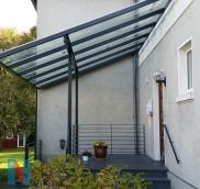 Eine verlängerte Vordachkonstruktion mit Überlänge von einem Meter fertigte die Edelstahlschlosserei Nappenfeld in Mülheim
