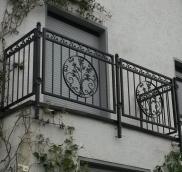 Unikat-Balkon, entworfen und gebaut von der Edelstahlschlosserei aus Mühlheim