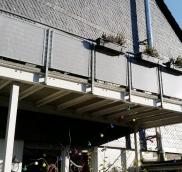 In Mülheim konzipierte die Edelstahlschlosserei Nappenfeld vier Balkone für ein Mehrfamilienhaus mit einer gefragten Lochblechverkleidung, die neben der optischen Aufwertung der Hausfassade auch als Blickschutz dient